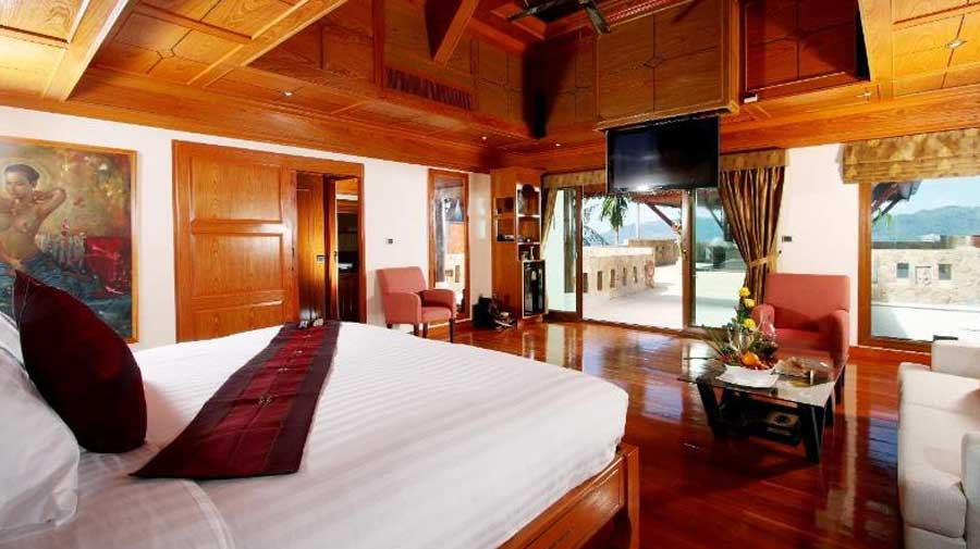 private-villa-for-bachelor-party-in-phuket-thailand-with-delta-security4